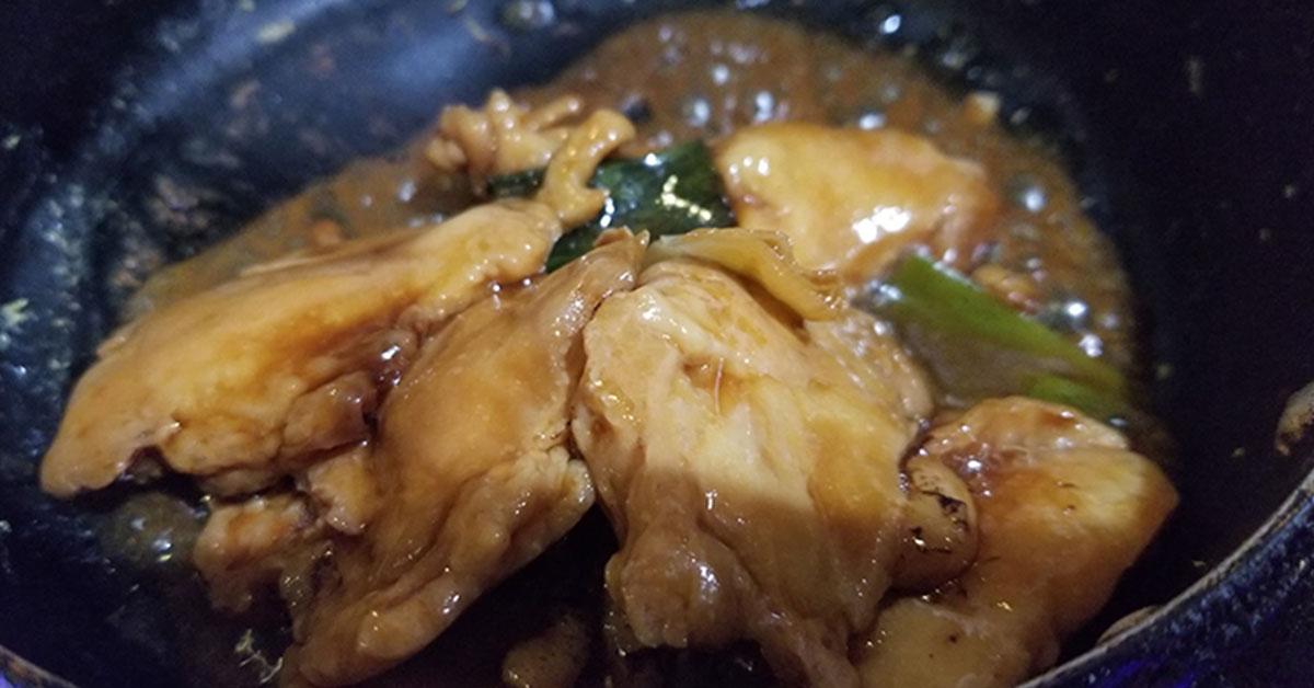 チーズタッカルビ・大黒堂の焼き鳥丼の素をフライパンへ