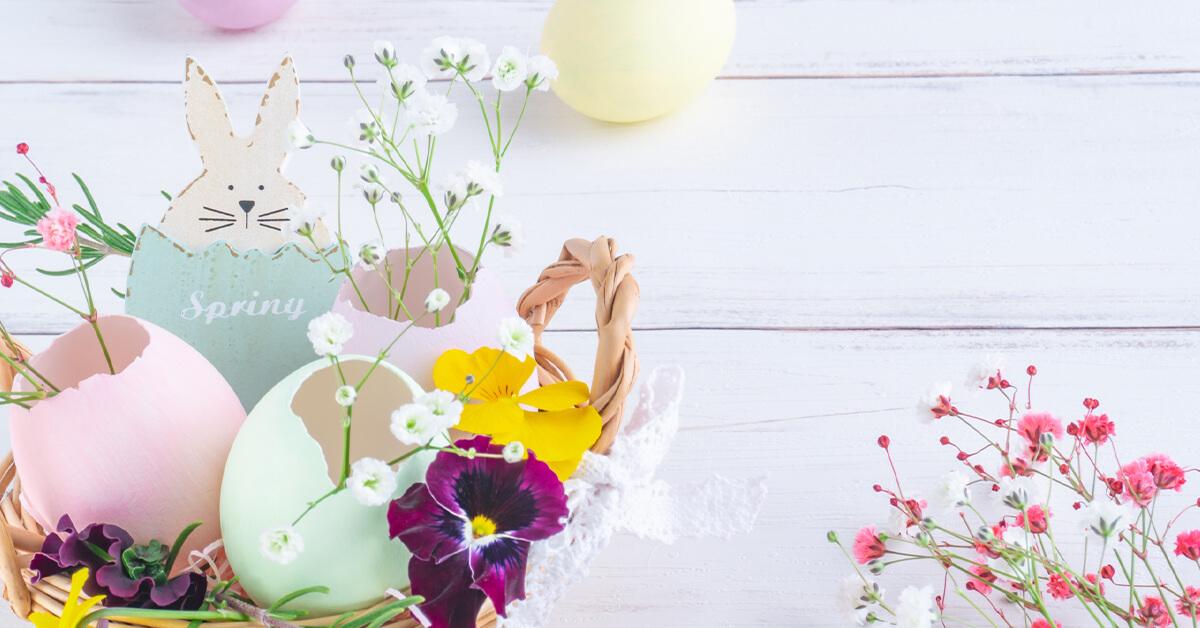 花・卵・うさぎのイースターのイメージ